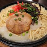 87198457 - 鉄板焼きラーメン 細麺最高♪