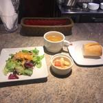 スペインクラブ銀座 - サラダやスープもつきます