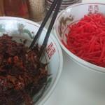 ラーメン住吉亭 - 卓上の生姜&辛子高菜