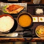 白銀屋 - 大山鶏の香味刺身ステーキ定食(880円)
