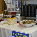 扇屋 - サービスのお惣菜とお漬物