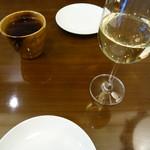 トラットリア ノイ - 烏龍茶、白ワイン