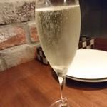 BACCA GRILL & FARMERS - ビールの次はスパークリングワイン♡