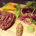 BACCA GRILL & FARMERS - 牛タン登場♡ お肉はできあがるのに時間がかかるから最初に注文するのがbest! 分厚いけどやわらかくて超おいし~~~い! わさびつけるのがまぃまぃおすすめの食べ方。 塩もうまいよ♡
