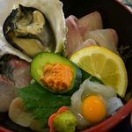 87208793 - レストラン「海鳴り亭」の「かき鮮丼」 (季節メニュー)