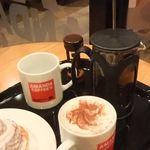 アマンダコーヒーズ - 奥が「Today's コーヒー(390円)」。