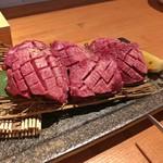 カドウシ熟成焼肉とクラフトビール - 厚切り 花咲牛タン