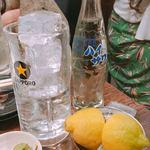 もつ焼きばん - レモンサワー(サワー300円+割友のレモン120円)
