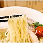87222946 - 色白な麺。