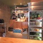 ベジフルキッチン - マンションの一階にあるこのお店では毎朝、青果市場から仕入れている野菜を使った新鮮でシンプルな料理を楽しむ事が出来ます。
