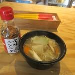 ベジフルキッチン - 豚汁300円。  白ネギや大根、人参やごぼう等の根菜の蒸し野菜をふんだんに使った豚汁です。