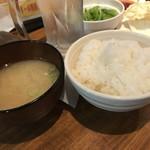 和牛専門店生ホルモン ちえちゃん - 宮崎牛ロースランチ(842円)ごはん、お味噌汁