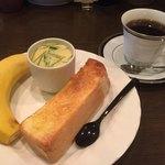 雅美 - 料理写真:ブレンドコーヒー400円とモーニング