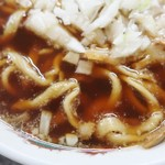 87226960 - キレのある醤油感のスープが妙にハマる感じでした!