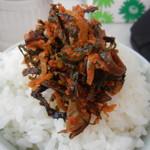 87234229 - めし(小)¥150に辛子高菜をオン