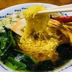 串とろ - 特徴的な極細縮れ麺!