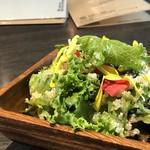 87239820 - ◆キヌアサラダ・・キヌアがタップリ入り、お野菜はレタスが主。少し甘めのドレッシングが良い味わい。