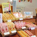 ポエム - 店舗中央にはメイン商品『母恵夢』のサンプルと・・・