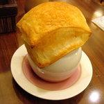 8724485 - パイ包みスープ。