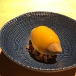 TTOAHISU - ◆トンカ豆のアイス、マンゴソースかけ。 杏仁のような味わいのするアイスと、マンゴソースがよく合います。