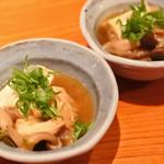 旬の御馳走 望月 - 突き出しのお豆腐ときのこの煮物。 これをちびちびいただきながら、 注文したお料理が来るのを待ちます。