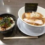 謙信 - 豚飯セット(醤油らーめん)