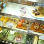 EDEN - 野菜なども売っています。
