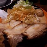 完熟ラーメン本丸 - 料理写真:味噌全部のせ(930円)