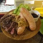 肉バルCHICO - 最強肉盛り 牛・鳥・ソーセージ・マッシュポテト