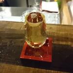 肉バルCHICO - 白ワイン(升にこぼれてます)グラスは小さいんです
