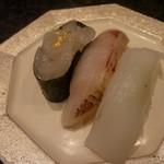 金沢まいもん寿司 - のど黒、北陸産あおりいか、白えび軍艦