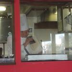 87249502 - 刀削麺を削る職人