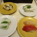 魚べい - 料理写真:〆さば いわし えんがわ 合盛りまぐろ♡