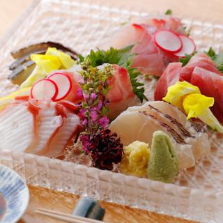 四季折々の山海の恵みを取り揃え、滋味あふれる優しい和食に