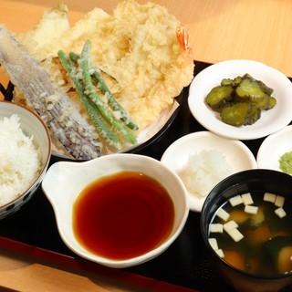揚げたて天ぷらを、天丼や定食で気軽にいつでも楽しめる