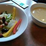 中国料理 桃仙 - サラダとコーンスープ