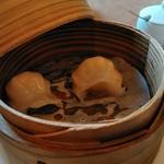 中国料理 桃仙 - 焼売風ですがこれは海老蒸しギョーザ?