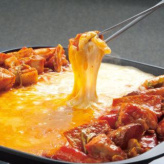 チーズタッカルビなどの韓国料理やおつまみも充実しております◎