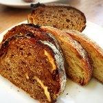 87256783 - サルシッチャセットのパン