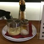 87256987 - トリュフオイル、トリュフ塩、チーズをお好みで。