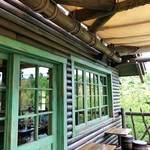 キャンプ・ウッドチャック・キッチン - 2階のテラス席3