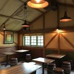 キャンプ・ウッドチャック・キッチン - 2階のテーブル席2