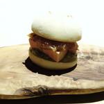 TTOAHISU - ◆フォアグラバーガー 上質なフォアグラを挟んだ贅沢バーガー。