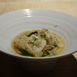 TTOAHISU - ◆蛤の出汁のフラン・・「フラン(洋風茶碗蒸し)」の上に「渡り蟹」「赤雲丹」「三つ葉」などが盛られ 海老のコンソメ風味の餡がかけられています。 渡り蟹の甘みが加味され美味しい。