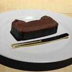 TTOAHISU - チョコレートケーキ・・小麦粉を使用せず数種類のチョコとバター・卵黄で作られています。