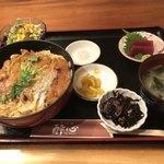 87261686 - カツ丼 1000円