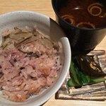 銀熊茶寮 - 赤出汁と香の物を添えて
