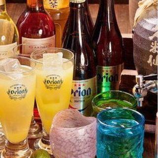 生のオリオンビール、40種もの泡盛など、沖縄の銘酒が勢揃い