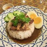 ガパオ - カーオカームー(豚足タイ風煮込みかけご飯)750円