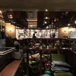 アジアンビストロDai - 僕らの席から見た厨房